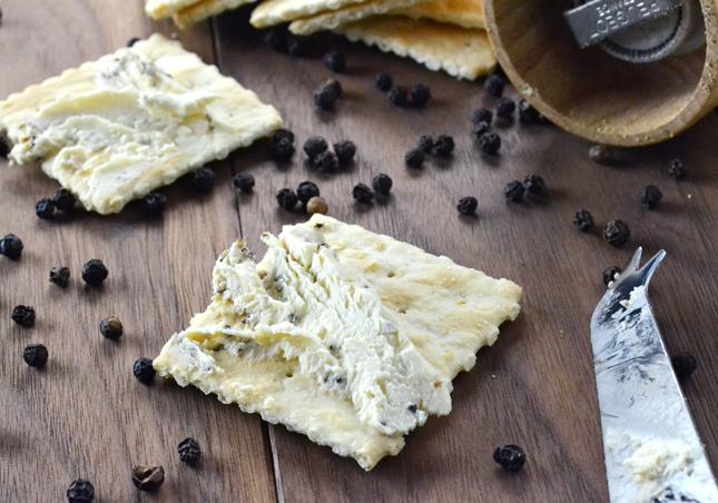 クリームチーズクラックドペッパー